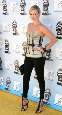 charlize-theron-mtv-movie-awards-2008-02.jpg